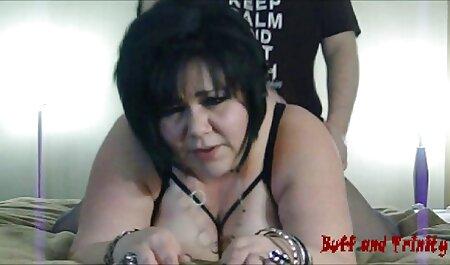 Rubia, lamiendo, lamiendo el culo para un chico y una porno anime en español latino mujer