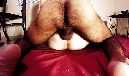 Los hombres videos sexo español latino llenos de empuje huevo y hacerlo en su boca culo gordo en pantalones azules