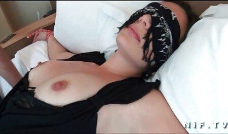Chica se sienta en la porno latino xxx gratis cara de ella
