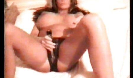 Mamá pantalones sexo xxx en español latino cortos con un hombre joven,