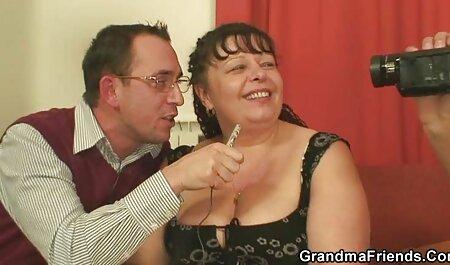 El dueño de la anal latino casero villa atornilla a la criada en un juguete