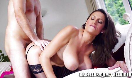 Sexo con una mujer en el videos de sexo latino sofá.