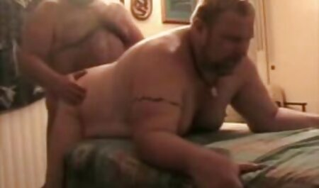 Ama video sexo latinos de casa se masturba con juguetes sexuales, en un sillón