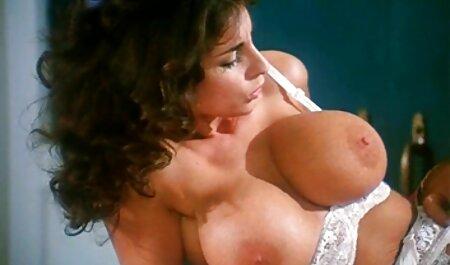 Mamá con un amateur porn latino grande verter la crema en el culo mientras fisting