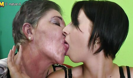 Una rubia soldadora sexo latino de su vagina.