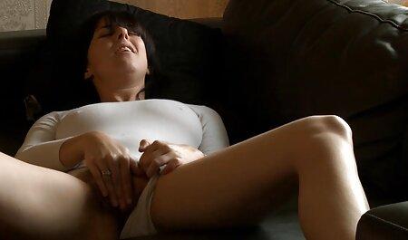 Curvy amateur latino vip ama de casa limpia el apartamento ella misma