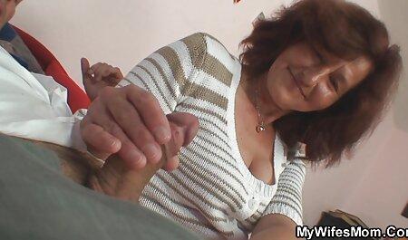 Un poco delgado, acostado en el sofá, y la porno amateur lat Vagina y el ano en la parte inferior del palo tres negro
