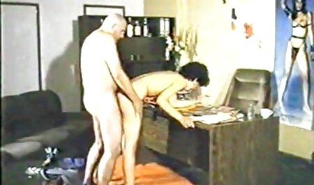 Milf en las escaleras, tire de su videos caseros pornos latinos ropa y se sienta en gran polla masturbación