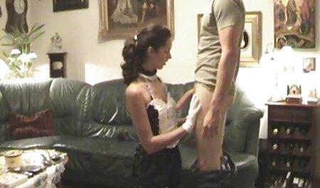 La chica con videos de sexo latino el tatuaje bailando en la masturbación en el baño en la webcam,