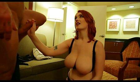 Hombre Besando Tetas,,, mujer,,, colgando anime porno español latino en la cocina