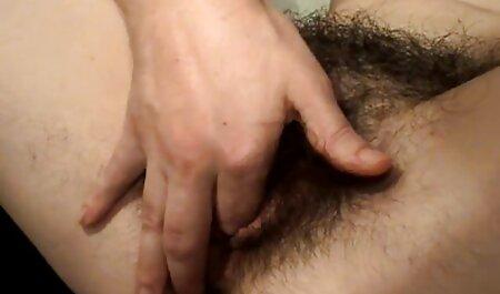 MILF con trios sexuales latinos ojos grandes, tragar tatuaje y el lado de la cama