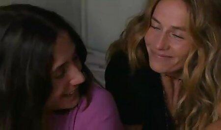 Masajista se sienta en la cara del videos pornos caseros latinos cliente mojado en la espalda