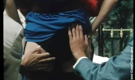 Follando hermanos latinos xxx entre las tetas de una chica con una polla.