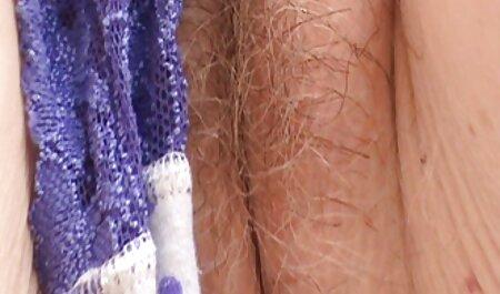 Rubia en falda videos xxx amateur latino corta solo a través del agujero en medias