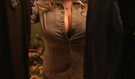 Mujeres que quieren complacer a videos latinos sexo sus maridos con ropa ajustada en el pasillo