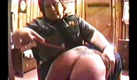 Mamá Rusa con una falda larga despojada de sus medias y montando porno latinos xxx polla por estudiante
