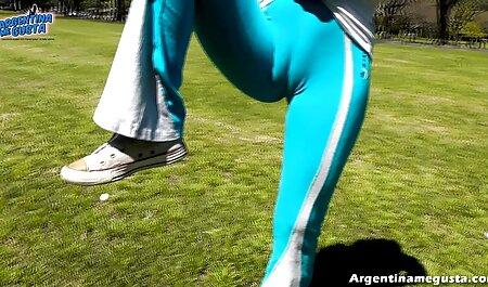 Chica con un sombrero con un caballo azul, piernas, manos, negro, amante sexo amateur latino