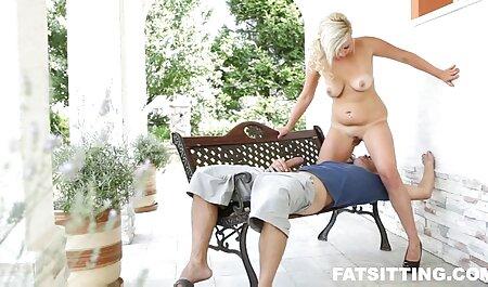 Belleza en la imagen de Daenerys Targaryen sentado videos pornos caseros latinos en la garganta de su hijo pequeño