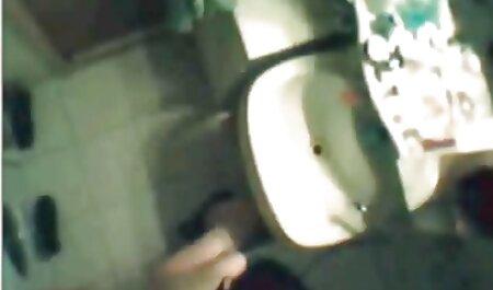 Una negra, una jovencita con un piercing en la videos porno amateur latinos lengua con un sintético y corrida en la boca