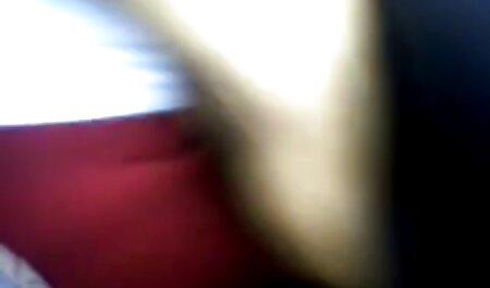 La rubia porno en vivo latino Sarah Monroe follada con una gran polla en el sofá