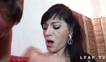 Saggytits quitar pantalones azules y masturbándose dedos video porno amateur latino
